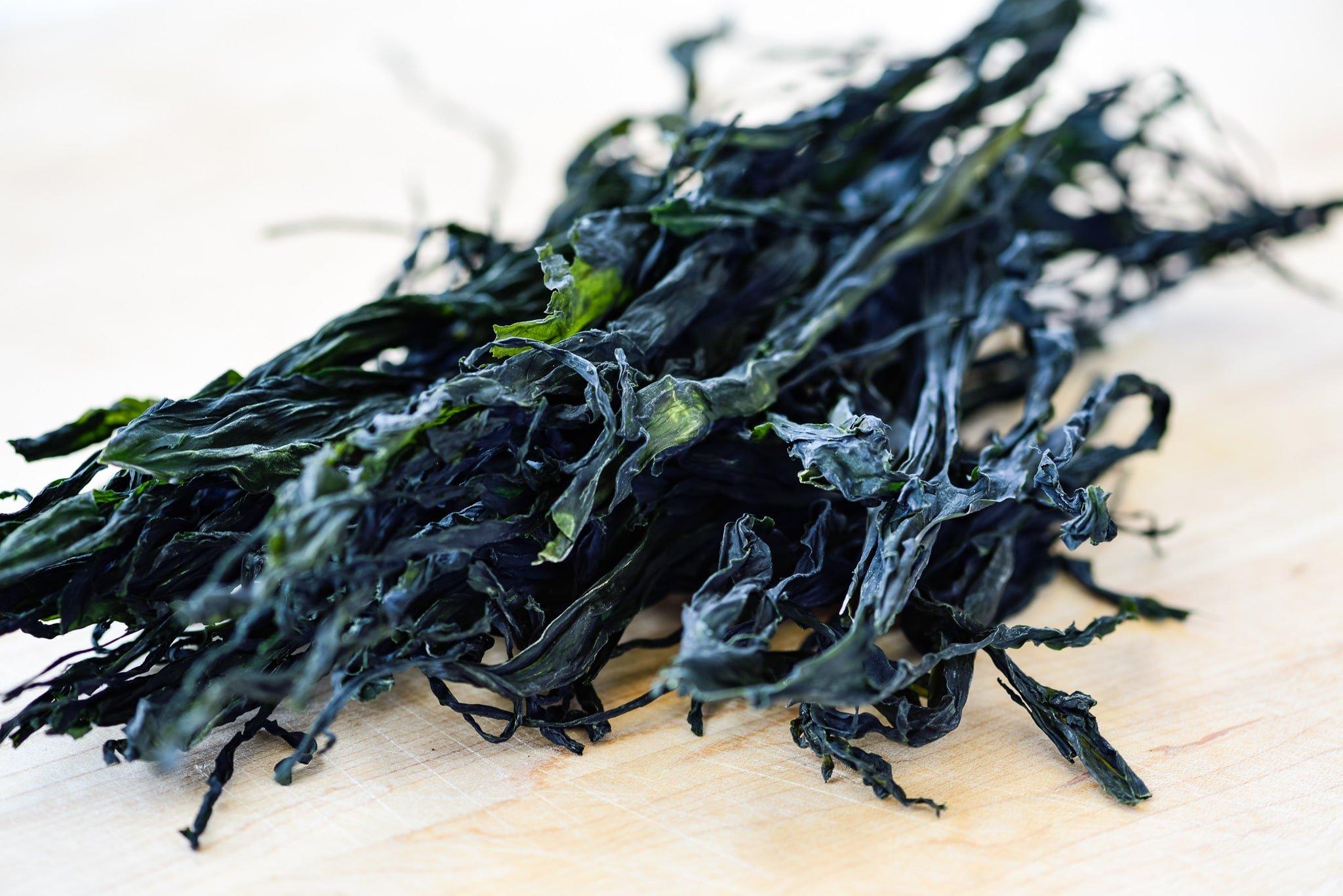 DSC9506 01 2 - Honghap Miyeok Guk (Seaweed Soup with Mussels)