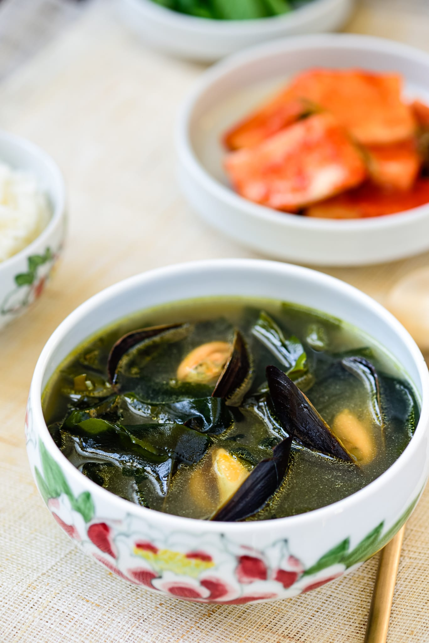 Korean miyeokguk with mussels