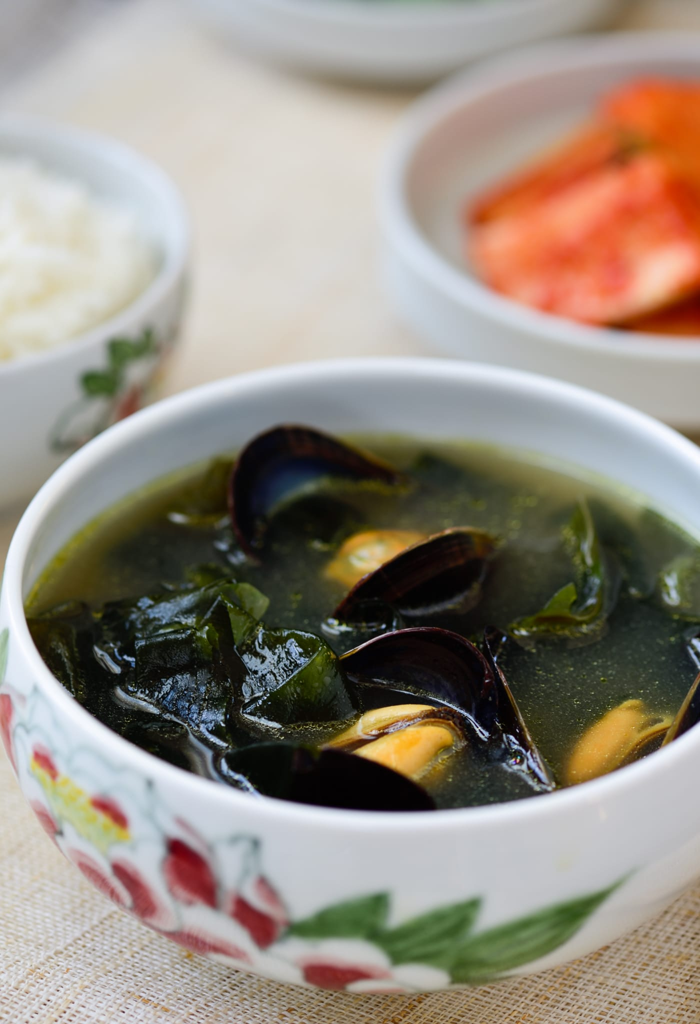 Korean seaweed soup made with mussels