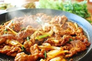 Jeyuk Bokkeum/Dweji Bulgogi (Korean Spicy Pork BBQ)