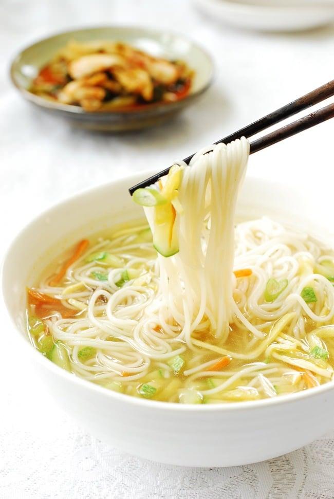 DSC 0011 e1462163030573 - Janchi Guksu (Warm Noodle Soup)