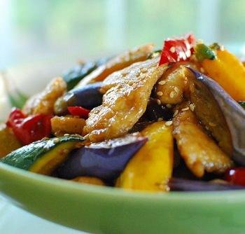 stir fried chicken and vegetables 2 350x334 - Dak Yachae Bokkeum (Stir-fried Chicken and Vegetables)