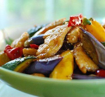 stir fried chicken and vegetables 2 360x334 - Dak Yachae Bokkeum (Stir-fried Chicken and Vegetables)