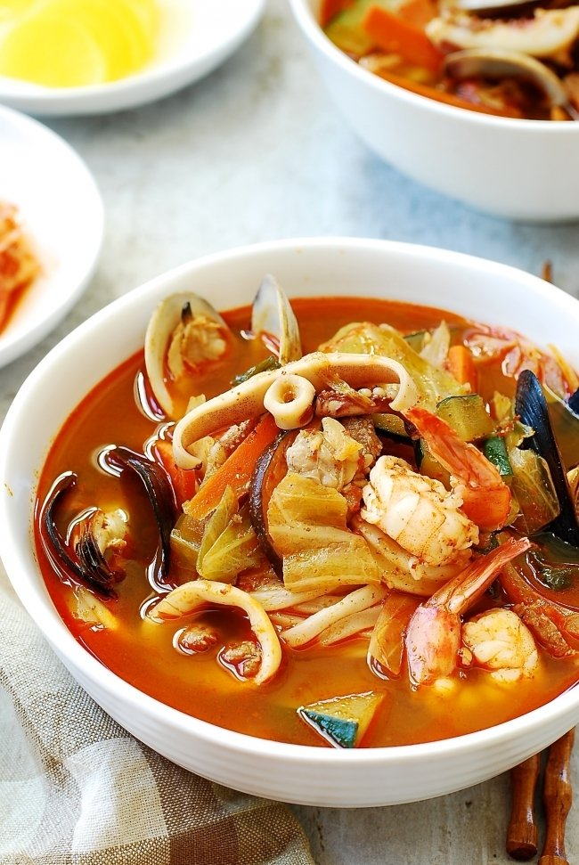 Korean-Chinese spicy seafood noodle soup