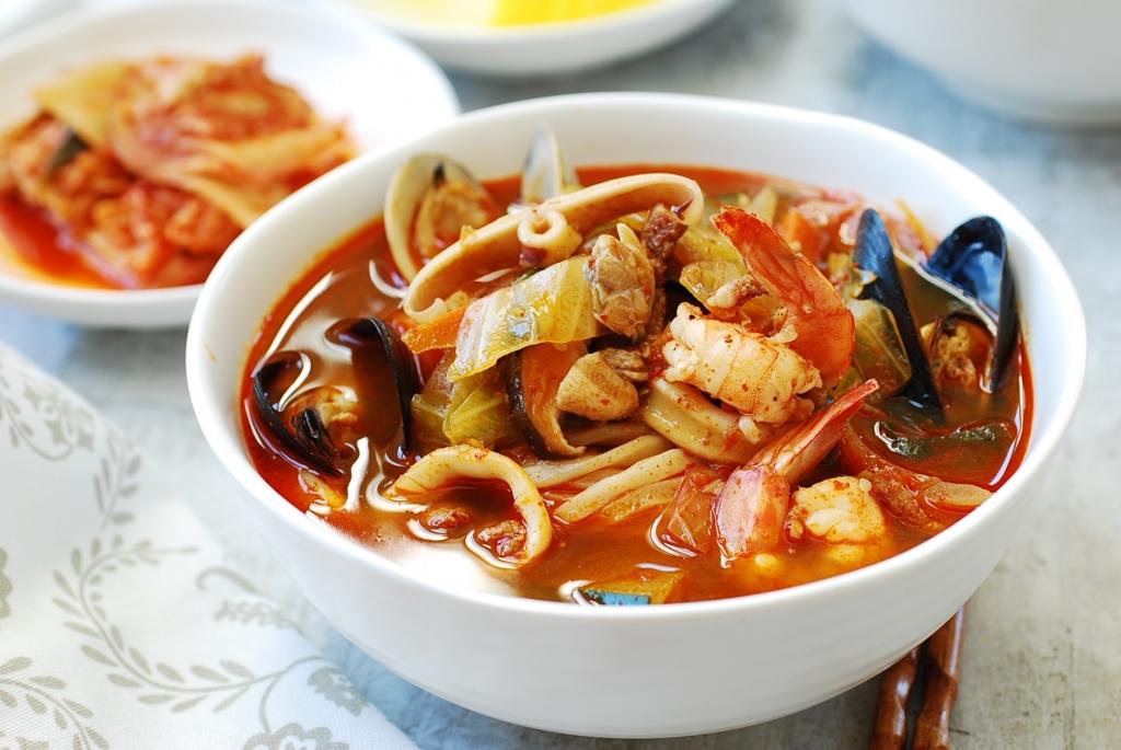 Jjamppong (Korean Spicy Seafood Noodle Soup) - Korean Bapsang