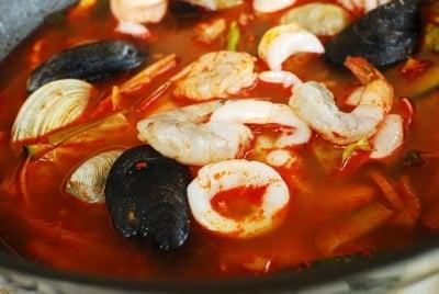 jjambbong7 e1539058777531 - Jjamppong (Spicy Seafood Noodle Soup)