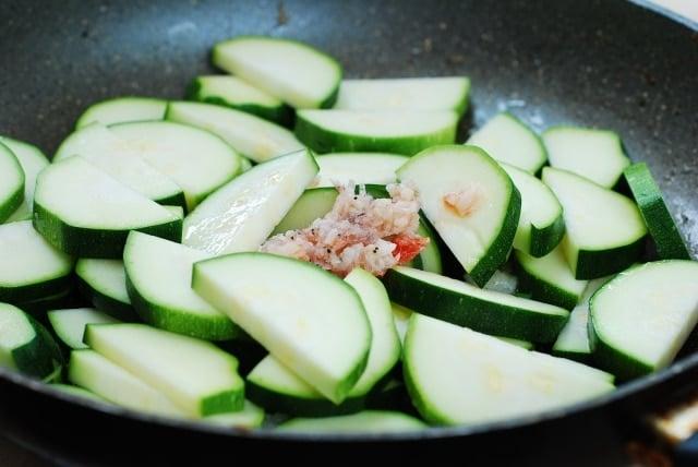 DSC 0083 640x428 - Hobak Bokkeum (Stir-fried Zucchini)