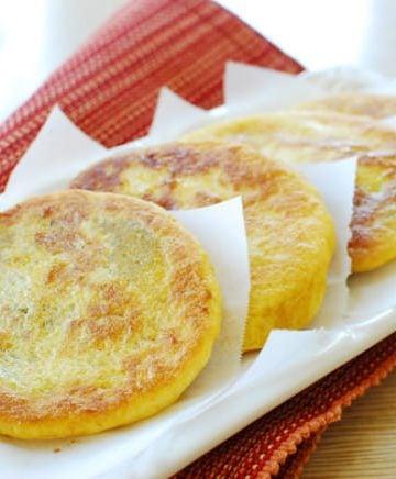 Hotteok (Korean Sweet Stuffed Pancakes)
