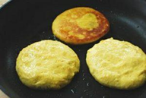 hotteok (Korean sweet stuffed pancake)