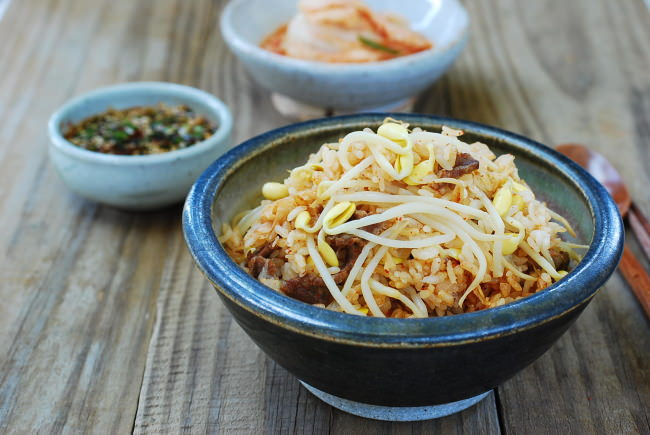 Kongnamulbap - rice with soybean sprouts