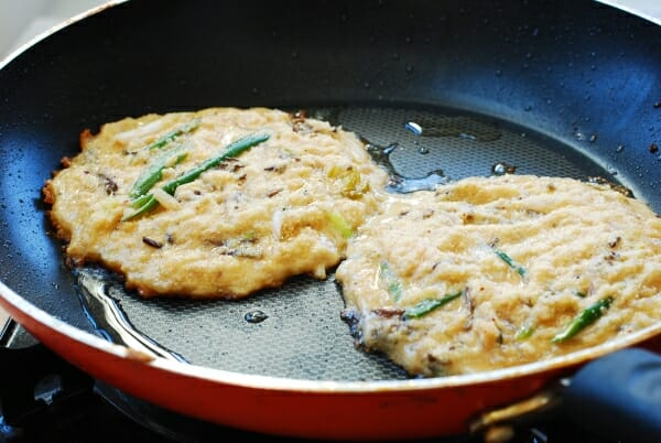 DSC 2746 600x402 - Nokdujeon (Mung Bean Pancakes)