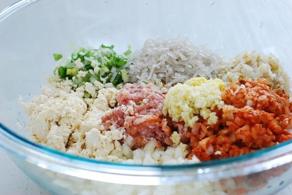 DSC 0033 600x402 - Kimchi Mandu (Kimchi Dumplings)
