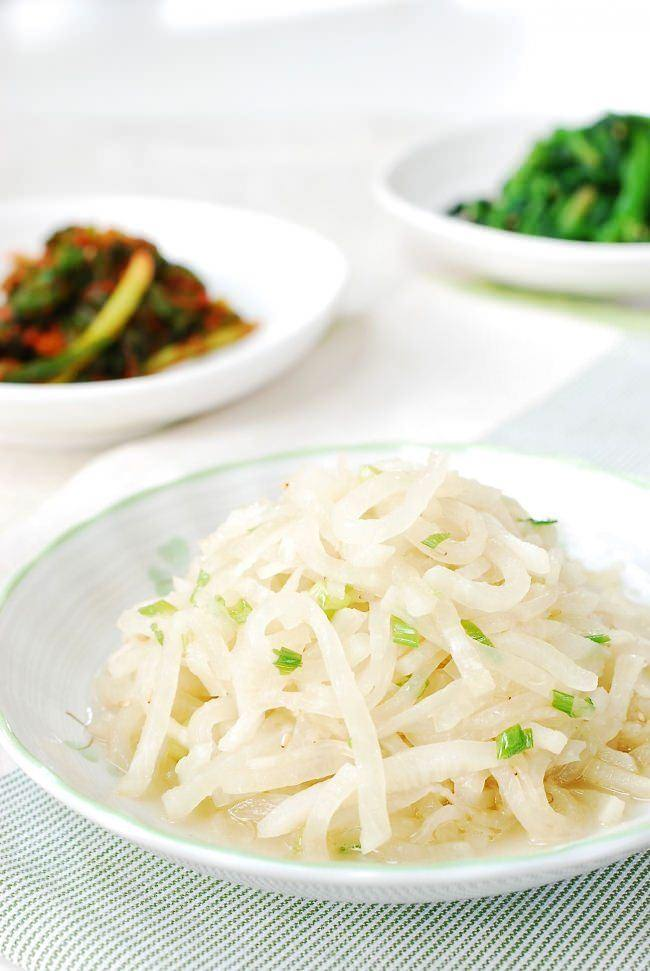 Mu namul (Korean radish side dish)