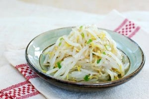 Sukju namul (seasoned bean sprouts)