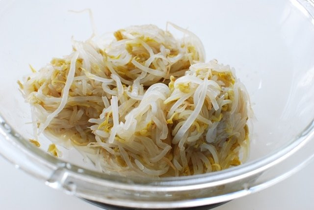 DSC 0814 640x428 - Sukju Namul (Seasoned Mung Bean Sprouts)