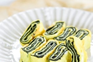 Korean rolled omelette with seaweed sheet