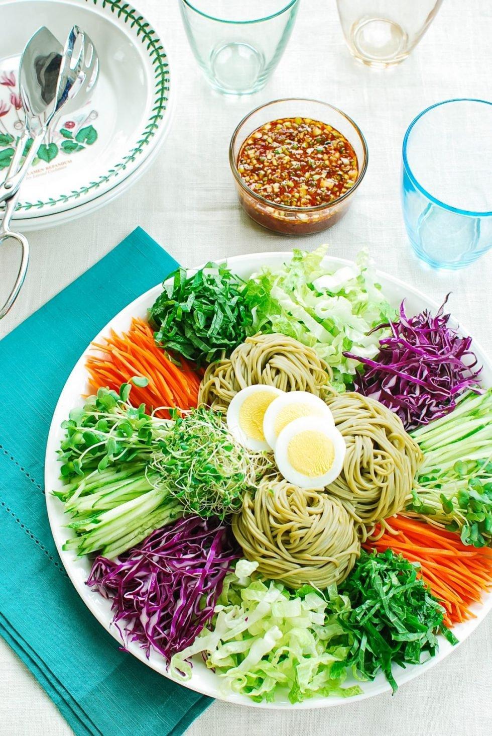 DSC 0617 e1621008504593 - Jaengban Guksu (Cold Noodles and Vegetables)