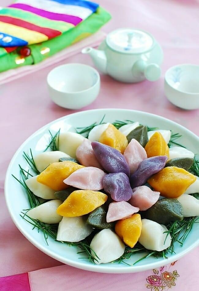 DSC 0592 e1537046766544 - Songpyeon (Half-moon Shaped Rice Cake)