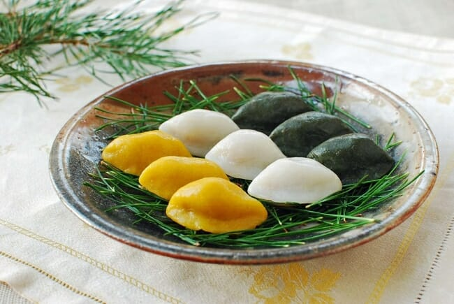 Songpyeon e1537031550759 - Songpyeon (Half-moon Shaped Rice Cake)