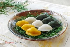 Songpyeon (Half-moon Shaped Rice Cake)