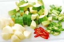 Hobak Gochujang Jjigae 3 - Gochujang Jjigae (Gochujang Stew with Zucchini)