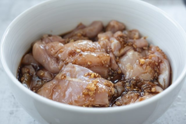 marinating chicken pieces
