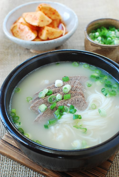 Seolleongtang recipe 1 - 15 Korean Soup Recipes