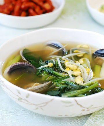 Siguemchi guk (Spinach soup)