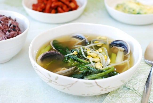 DSC 1843 e1486526237679 - Sigeumchi Doenjang Guk (Spinach Doenjang Soup)