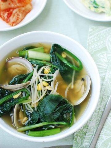 Siguemchi doenjang guk (Spinach soup)