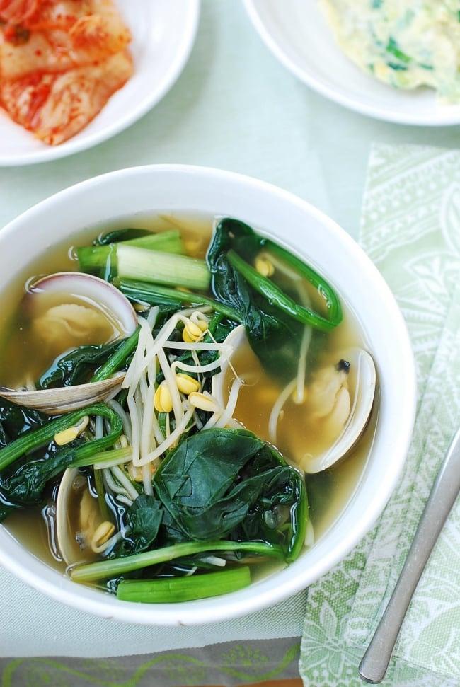 DSC 1844 e1486526464288 - Sigeumchi Doenjang Guk (Spinach Doenjang Soup)