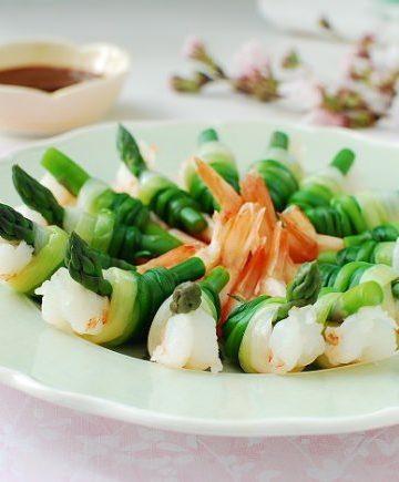 Spring onion tied shrimp and asparagus!
