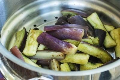 Steaming eggplants