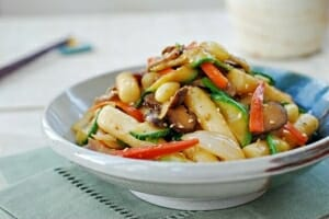 Gungjung tteokbokki (stir-fried rice cake)