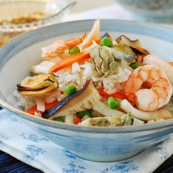 Assorted seafood cooked with rice