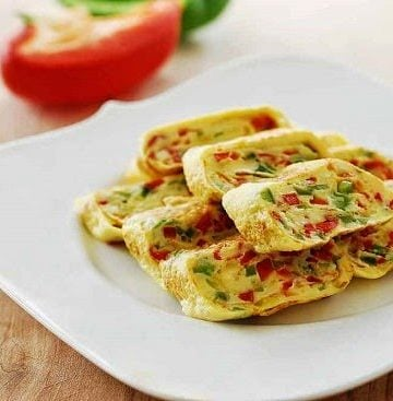 Gyeran mari recipe 360x367 - Gyeran Mari (Rolled Omelette) with Bell Peppers
