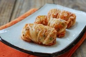 Kimchi Ssambap (Kimchi Wrapped Rice Rolls)