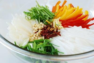 white kimchi stuffing