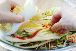 stuffing white kimchi