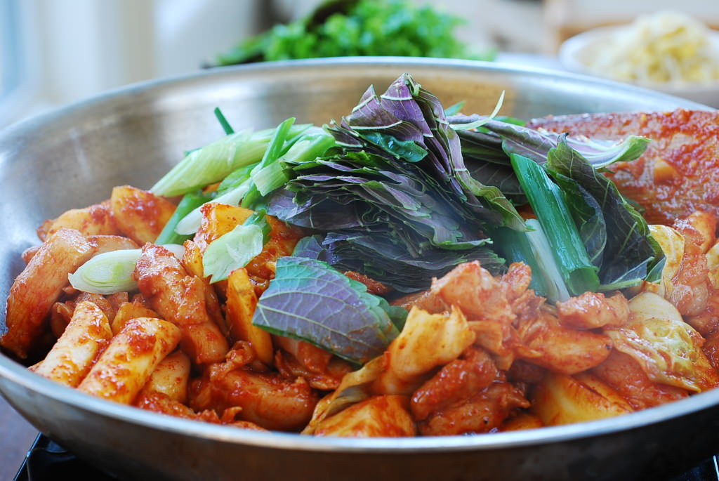 DSC 0299 1024x685 - Dak Galbi (Stir-fried Spicy Chicken)