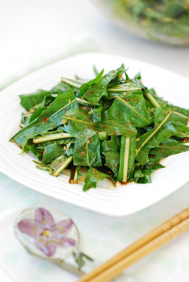 Korean-style dandelion salad recipe