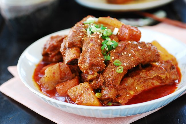 Slow cooker Korean spicy pork ribs
