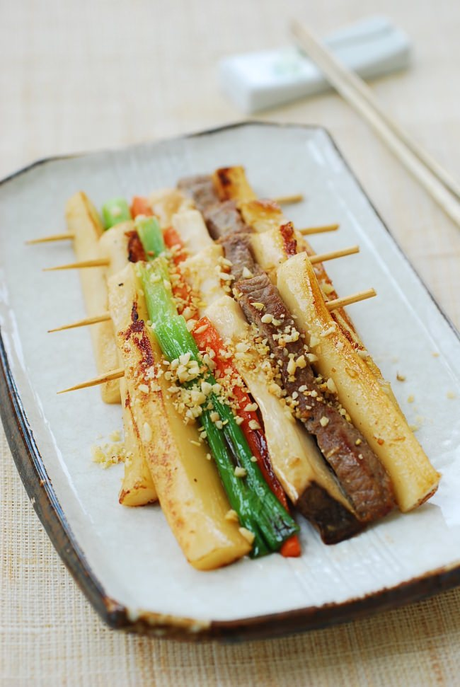 DSC 0943 e1454906884325 - Tteok Sanjeok (Skewered Rice Cake with Beef and Vegetables)