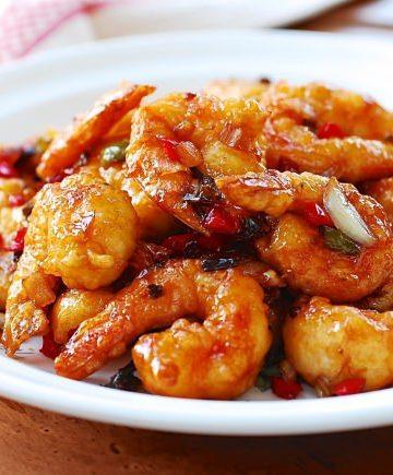 Kkanpung Shrimp (Sweet and Spicy Shrimp)