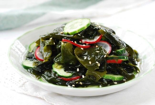 DSC 0960 e1464749458392 - Miyeok Muchim (Seaweed Salad)