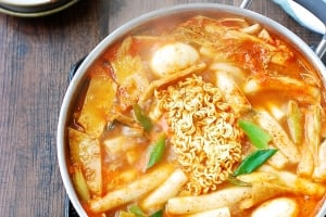 Soupy Tteokbokki (Spicy Braised Rice Cake)