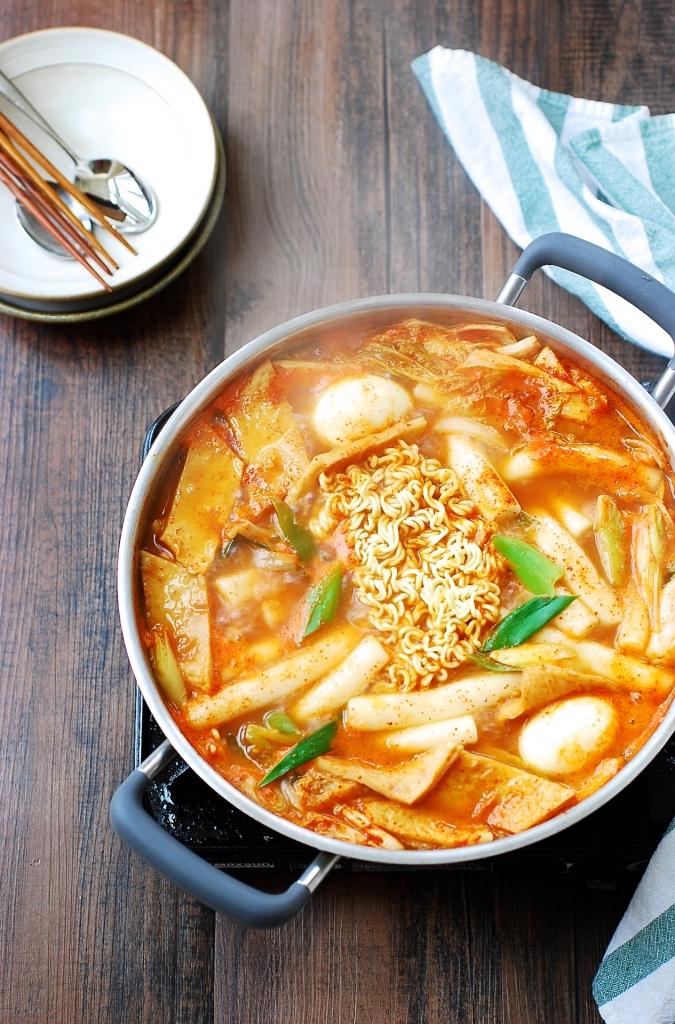 Soupy Tteokbokki (Spicy Braised Rice Cake)