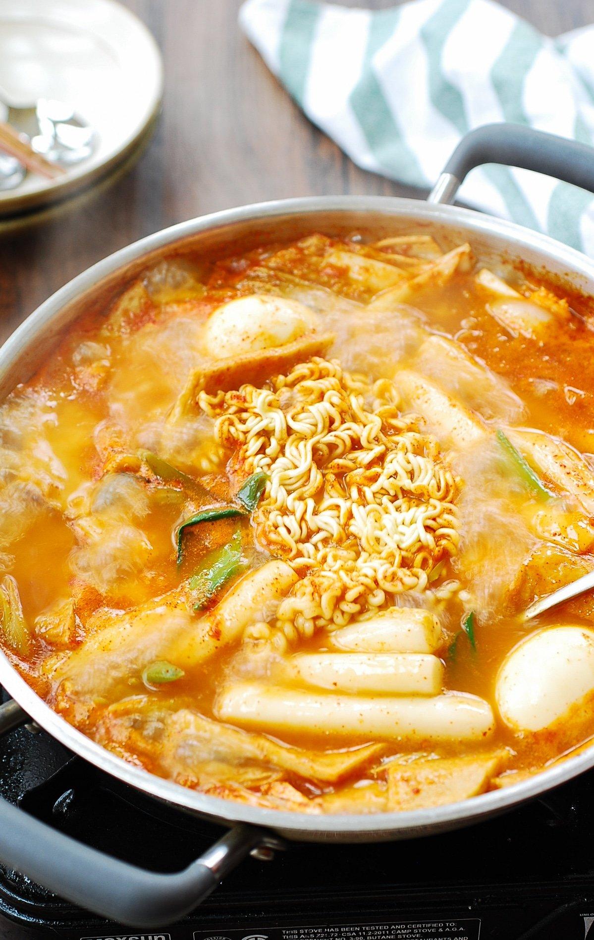 DSC 1826 - Soupy Tteokbokki (Spicy Braised Rice Cake)