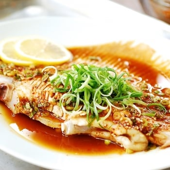 Hongeojjim (steamed skate fish)