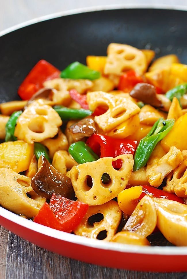DSC 1863 e1490673876363 - Stir-fried Lotus Root with Peppers and Mushrooms